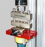 Compensador de desplazamiento vertical en medida de par de cierre y apertura de tapones de envases
